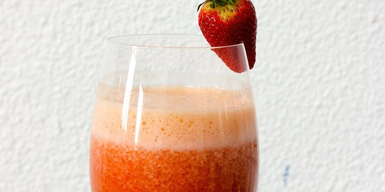 Sparkling strawberry juice
